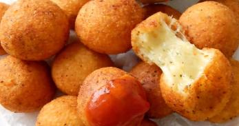 Bunuelos De Queso (Cheese Fritters)
